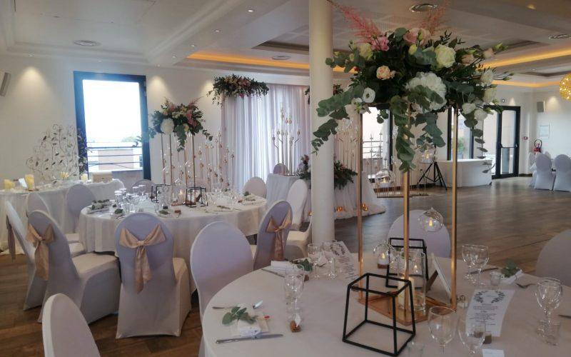 salle-decoration-fleurs